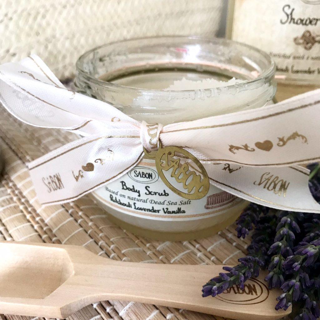 gommage corps vanille lavande Sabon