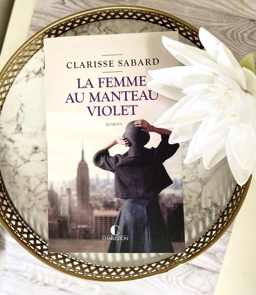 la-femme-au-manteau-violet-clarisse-sabard